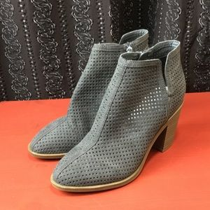 Dolce Vita Gray Ankle booties